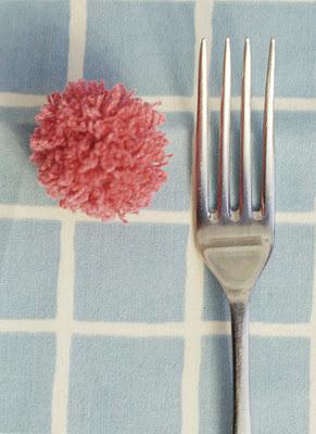Pompones con tenedor y aplicaciones!