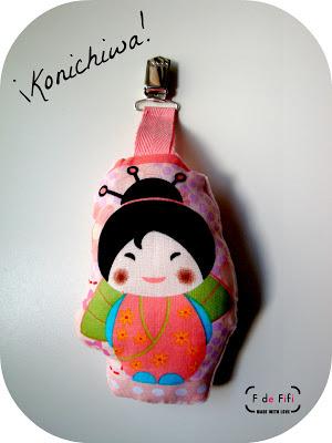 Colgador para carro muñequita asiática
