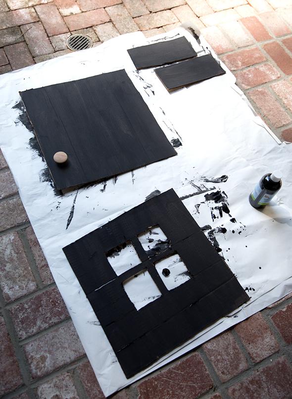 pintar-puertas-ventanas-casa-carton